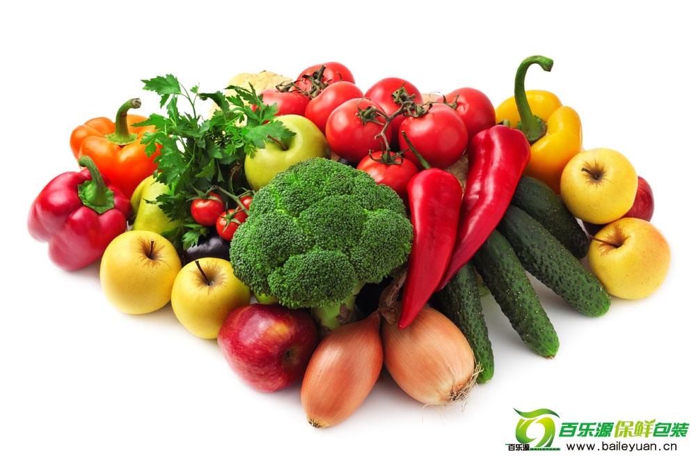 随经济的发展,生活水平的提高,人们的饮食生活已由过去的单一化温饱型过渡到现在的多样化营养型。蔬菜水果的需求量越来越大,而且对其鲜度的要求也越来越高。目前已经开发出多种保鲜技术和材料。   其他食品不同,蔬菜水果在采摘後并没有死亡,依然保持?生命。传统的果蔬包装,无论是瓦楞纸箱还是网眼袋、编织袋和保鲜膜等,都不能达到保鲜的作用。目前已经开发出了多种功能型的保鲜膜、新型瓦楞纸箱和功能型保鲜剂等,部分技术和材料已经获得应用。由於这些保鲜材料和技术往往功能单一,因此,为了达到最佳的保鲜效果,有时候需要多种保鲜